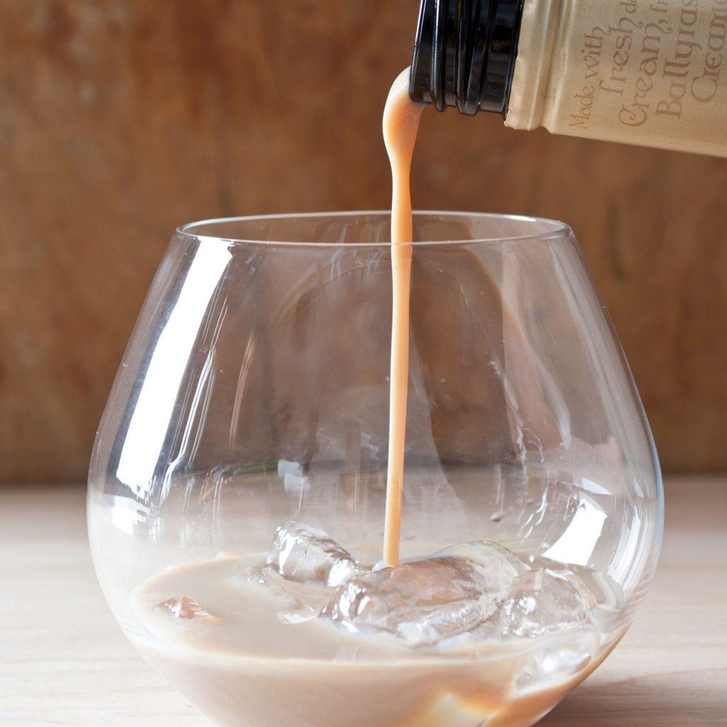 what makes a liqueur, drinking, alcohol, liqueur, liquor